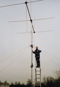 PA9X with his 3 element cubical quad for 10 m band